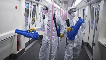 Противовирусная обработка в метро Уханя, Китай