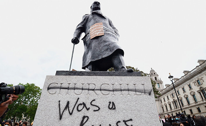 Протесты против произвола полиции в Великобритании