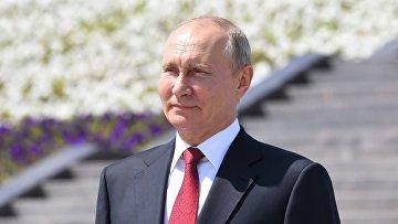 Президент РФ В. Путин вручил золотые звезды Героям Труда на Поклонной горе