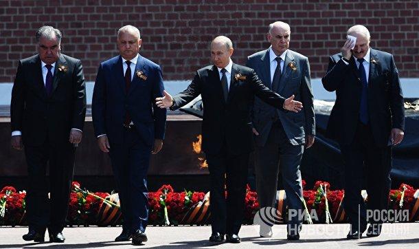 Президент РФ В. Путин на церемонии возложения цветов к Могиле Неизвестного солдата