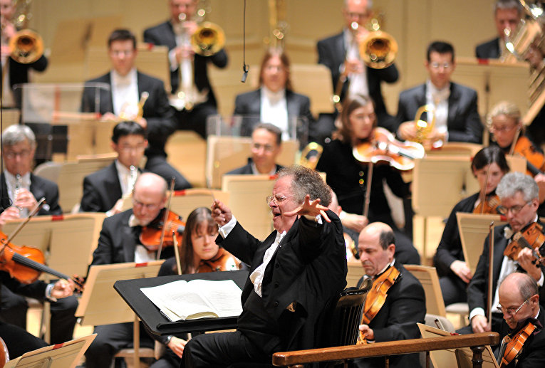 Дирижер Джеймс Ливайн и Бостонский симфонический оркестр