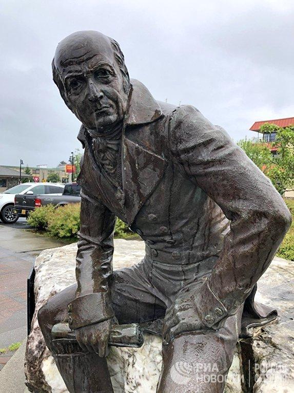 Памятник губернатору Аляски А. Баранову