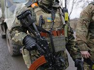 Солдаты украинской правительственной армии в районе возле деревни Дебальцево, Донецкая область