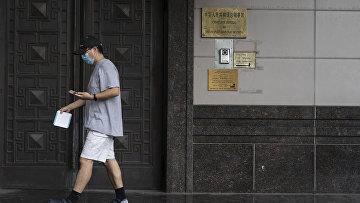 Закрытые двери консульства Китая в Хьюстоне