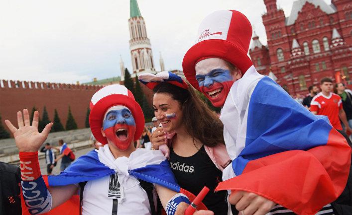 Болельщики на Красной площади в Москве