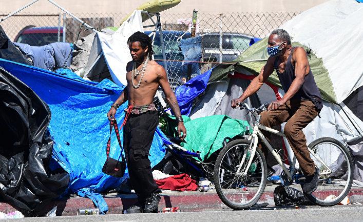 Палаточный городок бездомных в Лос-Анджелесе, Калифорния, США