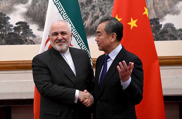 Министр иностранных дел Китая Ван И и министр иностранных дел Ирана Мохаммед Джавад Зариф во время встречи в Пекине