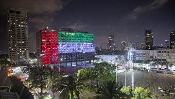 Флаг Объединенных Арабских Эмиратов на здании мэрии Тель-Авива