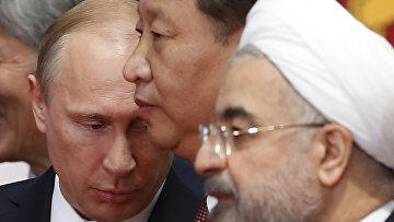 Президент России Владимир Путин, председатель КНР Си Цзиньпин, президент Ирана Хасан Роухани на саммите в Шанхае