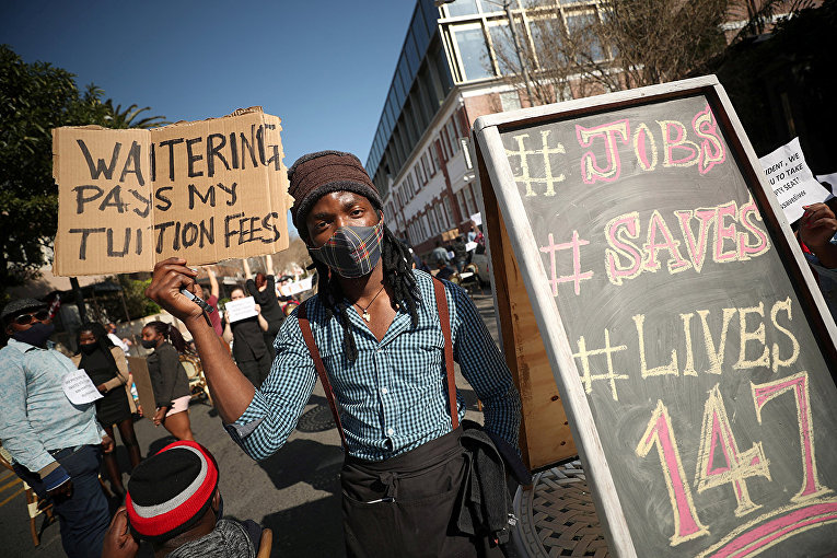 Участники акции протеста в Кейптауне, Южная Африка