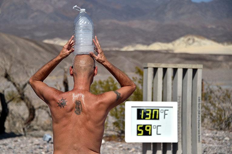Термометр в Долине Смерти показывает температуру 130 градусов по Фаренгейту
