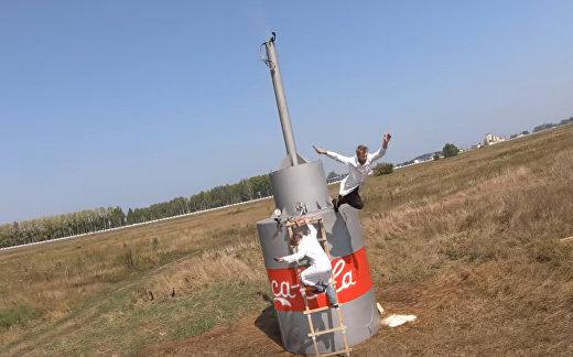 Русские создали самый большой фонтан из кока-колы