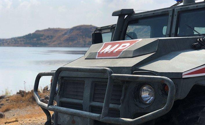 Бронеавтомобиль патрульной службы военной полиции РФ на берегу реки Евфрат