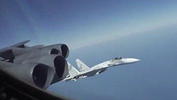 Су-27 совершили опасный перехват B-52 над Черным морем