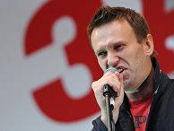"""Алексей Навальный выступает во время митинга после акции """"Марш миллионов"""" на проспекте Академика Сахарова"""