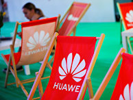 Логотип Huawei на стенде компании во время выставки в Польше