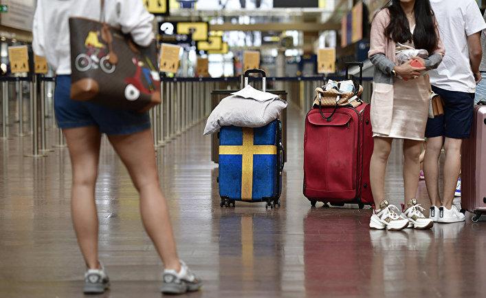 Пассажиры в аэропорту Арланда в Стокгольме, Швеция