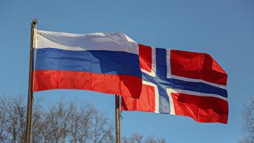 Норвежский и российский флаги