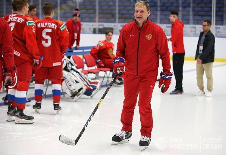 Тренер вратарей Николай Хабибулин на 44 молодежном чемпионате мира по хоккею 2020