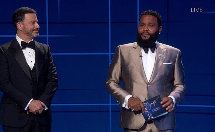 Джимми Киммел иЭнтони Андерсон нацеремонии вручения премии «Эмми»