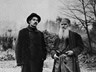 Писатели Максим Горький и Лев Толстой в Ясной поляне