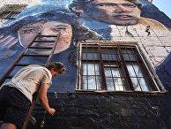 """На фасады зданий """"Ленфильма"""" нанесли граффити"""