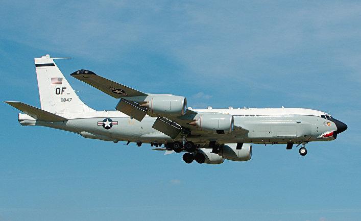 Самолет радиолокационной разведки RC-135U