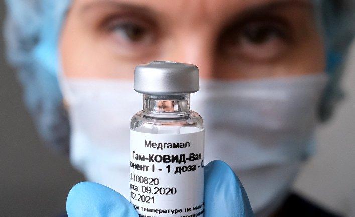 Вакцинация  медработников от COVID-19 в Москве