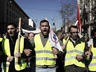 Участники акции протеста в Афинах, выступающие против законопроекта об изменениях в сфере социального и пенсионного обеспечения