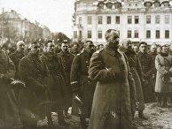 Генерал Люциан Желиговский со своим штабом во время мессы перед вильнюсским собором после взятия города в октябре 1920 года