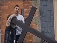 Антихристианский вандализм в Лондоне