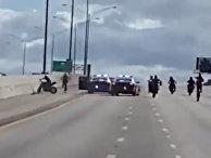 Полицейский во Флориде сбивает мотоциклиста во время задержания