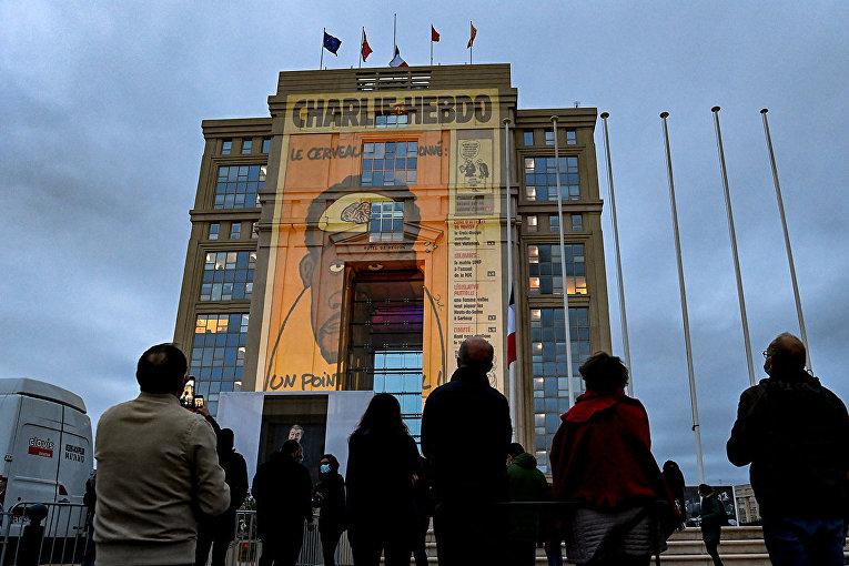 Карикатуры на фасаде отеля de Region в Монпелье