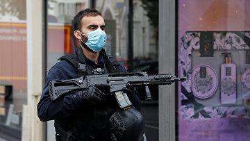 Полиция на месте нападении на церковь Нотр-Дам в Ницце