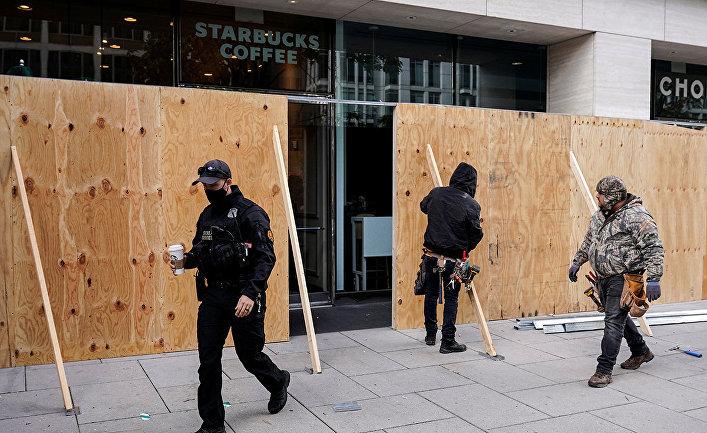 Владельцы магазинов в Вашингтоне готовятся к возможным протестам после выборов президента США