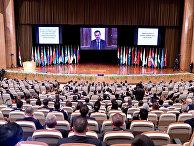 Президент Сирии Башар Асад выступает во время международной конференции по беженцам и внутренне перемещенным лицам в Дамаске