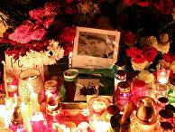 Свечи на акции памяти погибшего оппозиционного активиста Романа Бондаренко в Минске