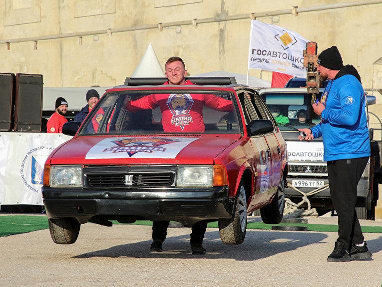 Спортсмен на турнире «Люди сильнее машин» в Севастополе