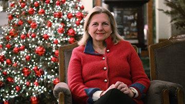 Бывшей министр иностранных дел Австрии Карин Кнайсль вовремя визита вРоссию вотеле «Метрополь» вМоскве