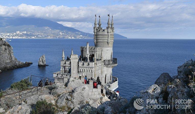 """Открытие дворца-замка """"Ласточкино гнездо"""" в Крыму"""