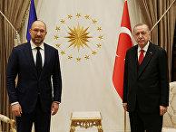 Президент Турции Тайип Эрдоган и премьер-министр Украины Денис Шмыгаль на встрече в Анкаре, Турция