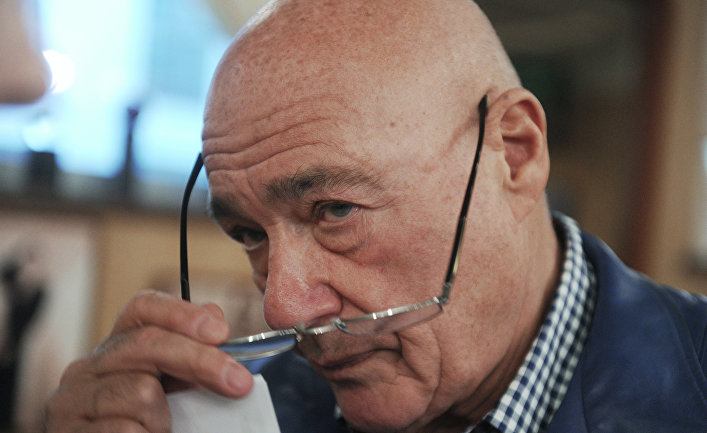 Тележурналист Владимир Познер в своем ресторане на Остоженке