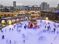 Каток вокруг новогодней елки в Киеве, Украина