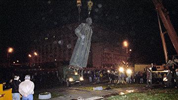 Демонтаж памятника Ф.Э.Дзержинскому в Москве