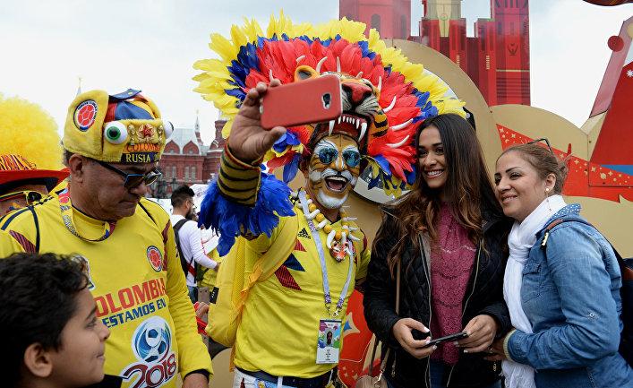 Болельщики сборной Колумбии на Манежной площади в Москве