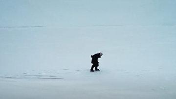 Баба Люба, легендарная фигуристка озера Байкал