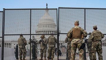 Солдаты Национальной гвардии США у Капитолия в Вашингтоне