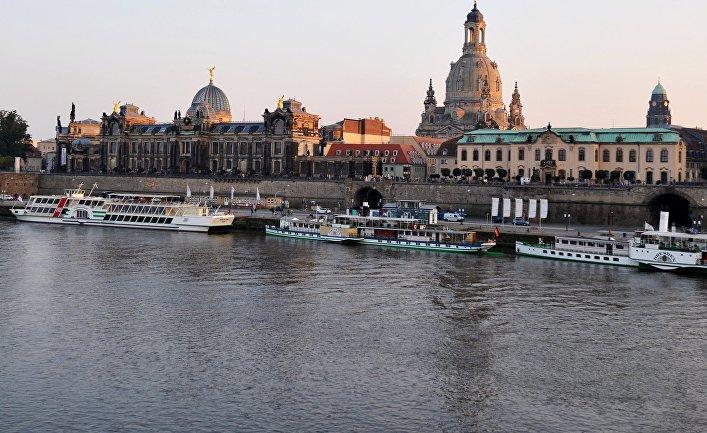 Европа. Дрезден. Набережная Эльбы