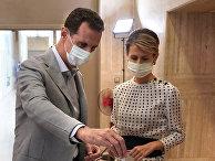 Президент Сирии Башар Асад с женой голосуют на избирательном пункте на парламентских выборах в Дамаске