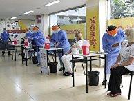 Вакцинация российской вакциной от коронавируса в Аргентине